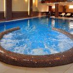 басейн з джакузі