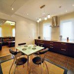 кухня-їдальня і вітальня апартаменту